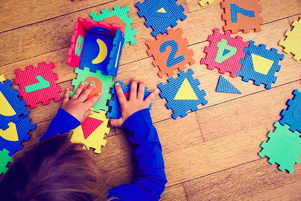 kind_gekleurde_puzzel